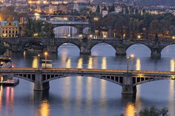 Cruzeiro com buffet de jantar no Rio Moldava em Praga