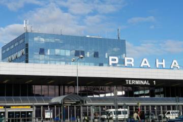 Gedeelde transfer aankomst: vliegveld Praag naar hotels in Praag