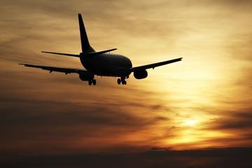 Gedeelde transfer bij vertrek: hotels in Praag naar het vliegveld van ...
