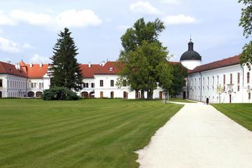Godollo Palace y granja tradicional con caballos en calesa
