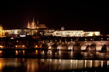 Luxusabendessen auf der Moldau in Prag