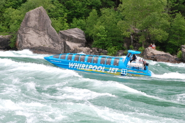 Kuppeldach-Sportbootfahrt auf den Niagara-Fällen
