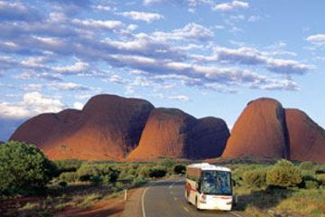 Excursión de 2 días desde Uluru (Ayers Rock) al Red Centre Explorer...