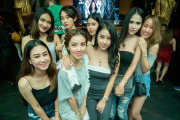 Salida nocturna de chicas en Bangkok