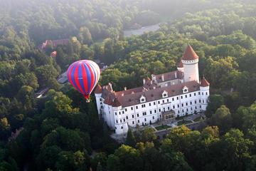 Voo de balão de ar quente ao redor de Praga