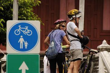 Visite à vélo nocturne du Bangkok historique