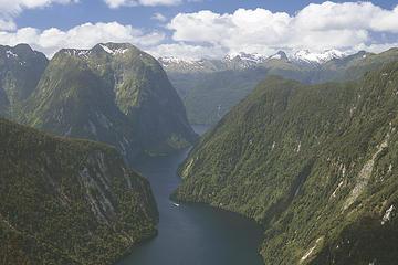 Oferta especial en Te Anau: Crucero por Doubtful Sound y tour por la...
