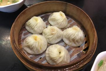 6-hour Genuine Shanghai Street Food Gathering and Sightseeing Highlight Tour