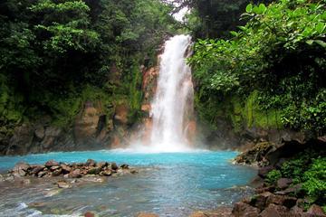 Río Celeste Waterfall at Tenorios Volcano National Park