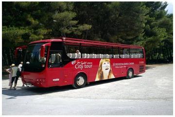 Excursão turística de ônibus com várias paradas