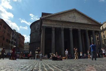 Paseo en coche privado por Roma desde...