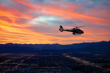 Vegas, le Strip et le barrage de Hoover au crépuscule, en hélicoptère