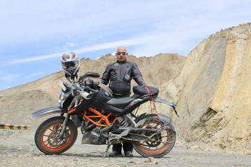 16-Day Viktorianz Royal Enfield Motorcycle Ride to Ladakh from New...
