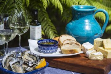 Recorrido vinícola y gastronómico en la isla Waiheke de día completo