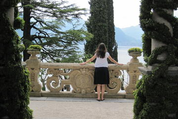 Villas and Flavors of Lake Como Walking and Boating Full-Day Trip from Milan
