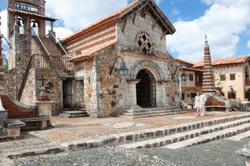 All-inclusive tour naar het eiland Saona en Altos de Chavon vanuit ...