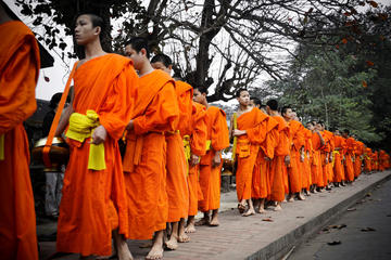 alms offering, cooking class, city tour and night market (Full day)