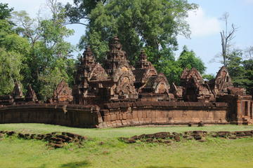 One day Banteay Srei and Beng Mealea tour with lunch and dinner