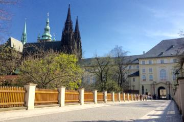 Private Walking Tour in Prague: Prague Castle Exterior with Little Quarter and Old Town with Jewish Quarter
