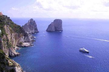 Recorrido por la isla de Capri y grutas desde Sorrento