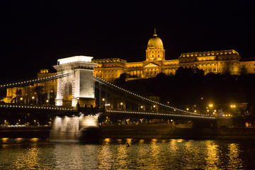 Budapest Combo: 2-Hour Segway Sightseeing Tour with Night Walking Tour and River Cruise
