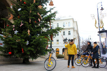 Budapest Winter Bike Tour with Cafe Stop and Market Visit