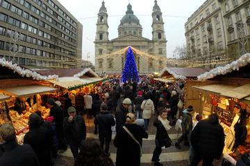 Mercado Natalino de Budapeste com degustação de vinho