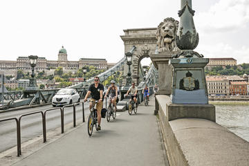 Private Budapest Bike Tour with Cafe...