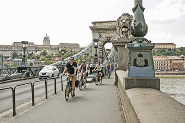 Tour in bici privato di Budapest con sosta al bar