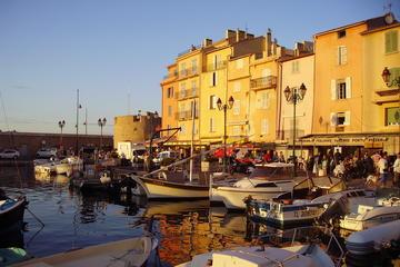 Excursión privada de un día: Saint-Tropez en monovolumen desde Niza