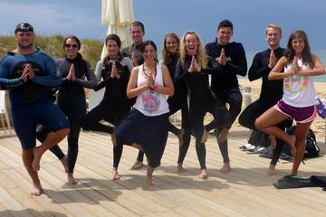 Surf y yoga en Costa da Caparica desde Lisboa