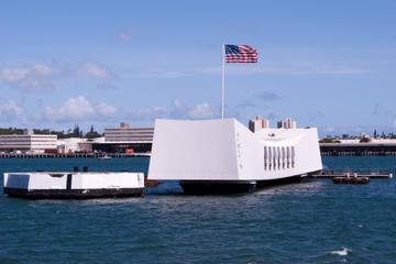 アリゾナ記念館、真珠湾、国立太平洋記念墓地を訪れる観光ツアー