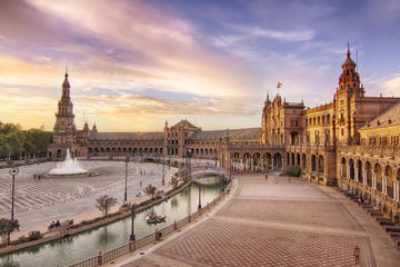 Visite guidée de l'exposition universelle ibéro-américaine de Séville...