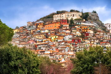 ローマ発フラスカーティとカステルガンドルフォを訪ねるカステッリロマーニ半日ツ…