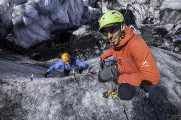 Paseo por el glaciar y escalada en...
