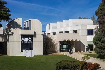 行列をスキップ:バルセロナのジョアン・ミロ美術…