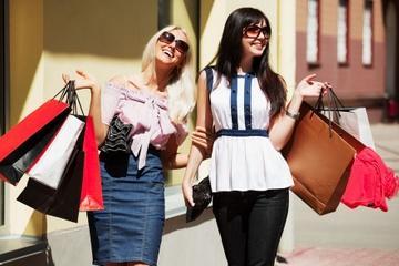 Excursão de compras para grupos pequenos e passeio de um dia na...