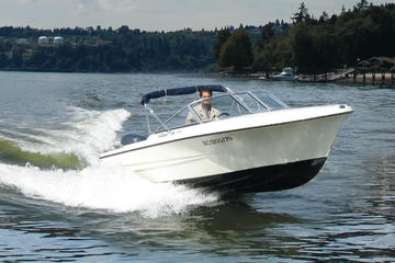 バンクーバーで17フィート レンタル ボートを運転