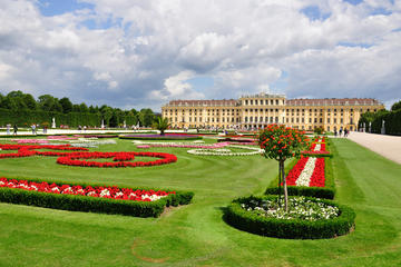 Imperial Vienna Combo: Vienna Card, Mozart Concert, Sightseeing Tour ...