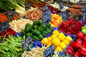 Kulinarische Führung in kleiner Gruppe über den Naschmarkt in Wien