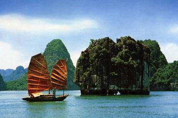 Crucero por la bahía de Halong desde Hanoi, con almuerzo incluido
