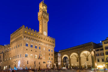 Uffizi Gallery: Night Tour with Aperitivo or Dinner in Piazza della Signoria
