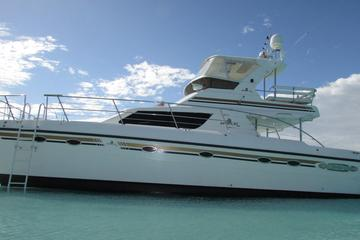 Turks and Caicos Full-Day Luxury Private Yacht Charter