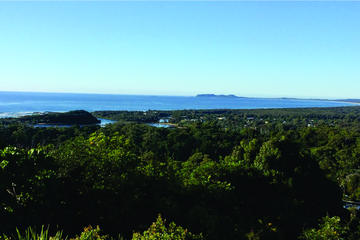 Byron Bay and Surrounds Tour Including Brunswick Heads River Cruise and Crystal Castle