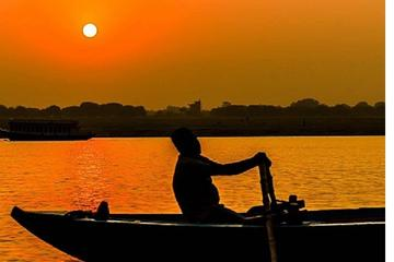 Morning Boat Ride Guided tour in Holy River Ganga Varanasi