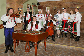 Excursion dans la vieille-ville et dîner avec spectacle folklorique à...