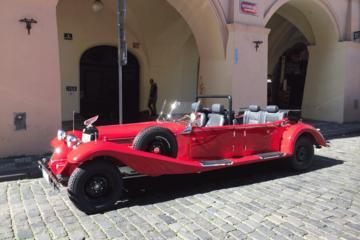 Prague en voiture d'époque et à pied