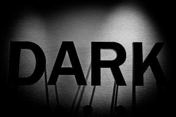 Promenade dans l'obscurité à Hong-Kong