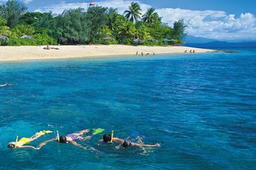 Crucero de navegación por las Islas Low de la Gran Barrera de Coral...