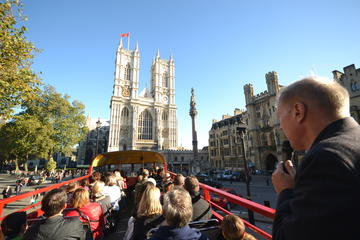 年代物のバスでのロンドン ツアー ウェストミン…